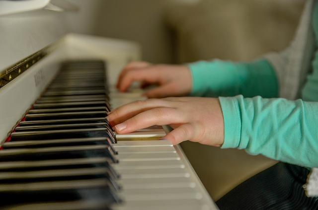 Jak nauczyć się gry na pianinie