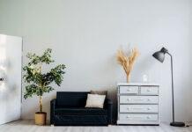 Klasyczne lampy podłogowe – eleganckie i praktyczne